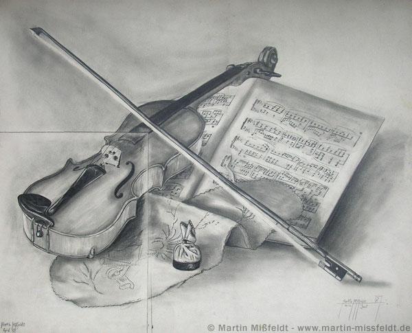 Bleistiftzeichnung: Stillleben mit Geige