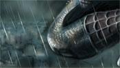 Spidermans Knie im Regen